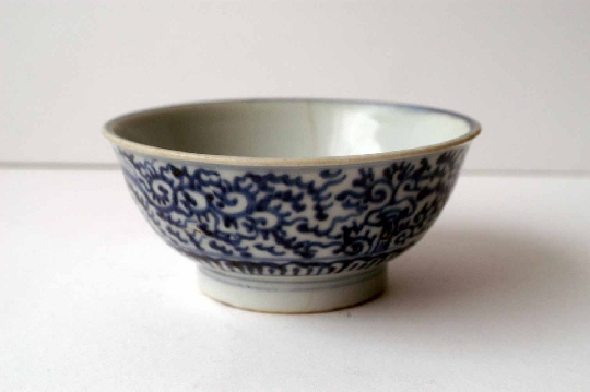 CHINESE BLUE and WHITE porcelain  bowls 17.-18th Century 12.2 cm diam SOLD!
